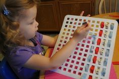 Sink mats make great weaving frames - very clever idea from Kids Activities Blog