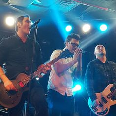 A fantastic photo by Samantha Lockmiller from Breaking Benjamin and Starset's Fort Wayne show. Definitely the best photo I've seen of Ben and Dustin singing together. Rock Music Quotes, Singing Quotes, My Music Playlist, Breaking Benjamin, Garth Brooks, Rock Groups, Burnley, Celebration Quotes, Music Lovers