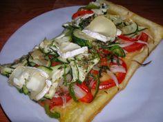 Coca de verdures i formatge de cabra / Coca de verduras y queso de cabra / Vegetables coca with goat cheese / Coca de verduras com queijo de cabra
