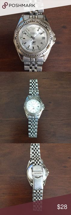Nice Women's Fossil Blue Watch!! Nice Women's Fossil Blue Watch!!  - Original Owner - Excellent Time Piece - Great Birthday/Christmas Present  I have kept the watch in excellent condition. All it needs is a new battery (fairly cheap) and your good to go. Fossil Accessories Watches
