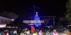 Με πλήθος κόσμου άναψε το Χριστουγεννιάτικο δένδρο στην Λαμία • MyLamia.com