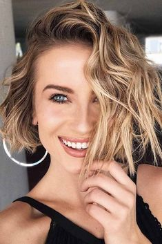 Hairstyles for short hair are very often underestimated. Today we are going to prove you that there is nothing more fun and versatile than short hair! #shorthairstyles #bobhairstyles #pixiehairstyles #hairstyles