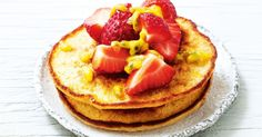 Fancy a pancake but don't want to break your diet? Try these lean white bean pancakes, topped with fresh fruit and maple syrup. Vegetarian Protein, Protein Rich Foods, Healthy Cook Books, B Recipe, Legumes Recipe, Brunch Dishes, White Beans, Fabulous Foods, Food Inspiration