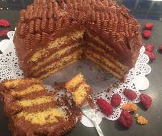 Κέικ γεμιστό με πραλίνα Greek Desserts, Greek Recipes, Desert Recipes, Brownie Cake, Food Categories, Cupcake Cookies, Cupcakes, Deserts, Brunch