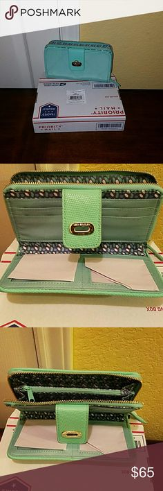 Vera Bradley Preppy Poly Wallet NWT Adorable wallet in mint.Tag came off the string, it's inside wallet. Vera Bradley Bags Wallets