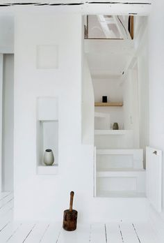 Weißes Treppe (Jonas Bjerre-Poulsen) - leuchtend-grau.de