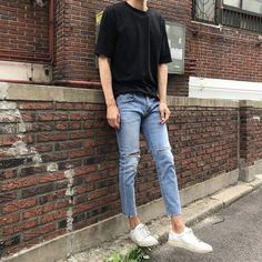36 Classy Trendy Mens Jeans Outftis Ideas - Men Jeans - Ideas of Men Jeans - Jeans are one of the most preferred outfits for men for a comfortable and effortless causal style. Korean Outfits, Trendy Outfits, Boy Outfits, Nice Outfits, 90s Outfit Men, Classy Outfits, Fall Outfits, Streetwear Mode, Streetwear Fashion