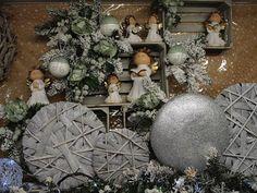 Idee vetrine e allestimenti natalizi. Scopri come comporre la vetrina e acquista l'occorrente a prezzi imbattibili.