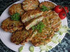 BROKOLICOVÉ KARBANÁTKY:  350g syrové brokolice bez košťálu (nadrobno pokrájet), 150g anglické slaniny na kostičky(já dala i kousek šunky), 2 žloutky + sníh ze 2 bílků, 1/2 kostky tvarohu v alobalu, 3 lžíce mléka, 3 stroužky česneku, sůl, pepř. Všechno smíchat, sníh z bílků přidat samozřejmě až nakonec. Lžící klást na plech s pečícím papírem  vložit do trouby rozehřáté na 180 stupňů na 20 minut , obratit a 10 MINUT dopect