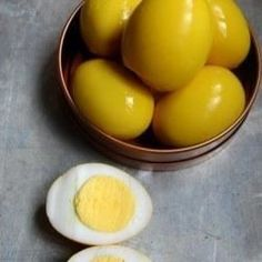 Yellow Pickled Eggs Recipe - This is a recipe for Amish style pickled eggs that are yellow in color. They go nice with the red beet pickled eggs! Amish Recipes, Egg Recipes, Cooking Recipes, Quail Recipes, Recipies, Fruit Recipes, Mustard Pickled Eggs Recipe, Mustard Pickles, Egg Curry
