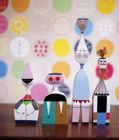 Wooden Dolls design by Alexander Girard for Vitra | Manuel Lucas Muebles