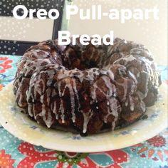 Oreo pull-apart bread, tastes like donut holes! -- The Soccer Moms Delicious Deserts, Yummy Snacks, Yummy Food, Yummy Treats, Monkey Bread, Baking Recipes, Dessert Recipes, Gourmet Desserts, Cupcake Recipes