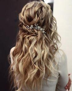 Bridal Hair Down, Wedding Hair Down, Hair Comb Wedding, Wedding Hair And Makeup, Wedding Hair Accessories, Boho Bridal Hair, Beach Wedding Hair, Curly Bridal Hair, Romantic Bridal Hair