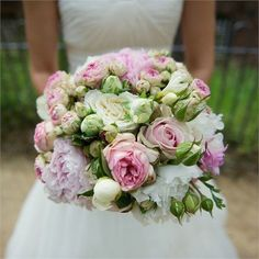 Simple and beautiful this #rosé and #white #brides #bouquet.