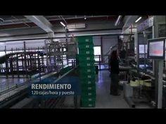 En este vídeo se muestra cómo funciona el proyecto Farmavenix, el mayor centro logístico especializado en la gestión de medicamentos y es una instalación única en Europa. Es referente en el ámbito de la logística para otros sectores y  ha sido premiada este año por el Centro Español de Logística (CEL) por la eficiencia y la innovación tecnológica del proyecto.  Para que os hagáis una idea de lo grande que es, por este centro logístico pasa 1 de cada 4 medicamentos que se vende en España.
