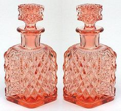 pictures of beautiful glass bottles - Bing images Bottles And Jars, Glass Bottles, Vintage Tea, Vintage Pink, First Perfume, Perfume Making, Pink Depression Glass, Beautiful Perfume, Vintage Perfume Bottles