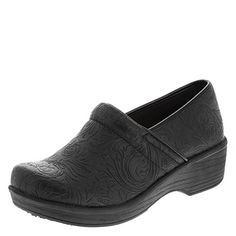 safeTstep Slip Resistant Women's Embossed Black Paisley Women's Gretchen Clog Regular: The women's Gretchen Clog with safeTstep technology features a slip-resistant, oil-resistant outsole, durable upper, and soft lining. Best Golf Shoes, Best Looking Shoes, Best Trail Running Shoes, Climbing Shoes, Nursing Shoes, Leather Clogs, Ladies Slips, Luxury Shoes, Cute Shoes