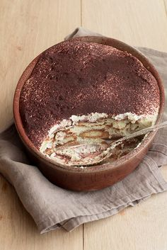 Tiramisu from Design Sponge Old Fashioned Ice Cream Sundae Cake: To make this spectacular towering frozen dessert, layer a homemade cake wit. Just Desserts, Delicious Desserts, Yummy Food, Sweet Recipes, Cake Recipes, Dessert Recipes, Homemade Tiramisu, Tiramisu Cake, Cannoli