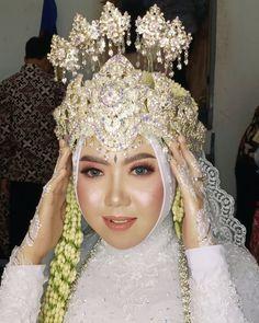 Akad Nikah, Wedding Decorations, Crown, Amp, Makeup, Make Up, Corona, Makeup Application, Beauty Makeup