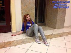 Leyraa Blog: 7.11.17 Granatowa bluza z kapturem z nadrukiem pan...