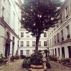 """#garden #paris #secret #lamourmenacant #falconet"" Photo taken by @olivierdaul on Instagram, pinned via the InstaPin iOS App! http://www.instapinapp.com (09/14/2015)"