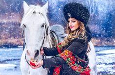 девушки, -unsort , блондинки, яблоко, платок, лошадь, девушка, снег, шапка