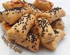 Ήρθαν οι φίλες μου στο σπίτι για μπιρίμπα, κι έφτιαξα μπατόν σαλέ για να συνοδεύσουν το ποτάκι μας την ώρα του … αγώνα! Τα μπατόν σαλέ μου ... Breakfast Recipes, Snack Recipes, Cooking Recipes, Food Network Recipes, Food Processor Recipes, Greek Cookies, The Kitchen Food Network, Bread Art, Biscuit Recipe