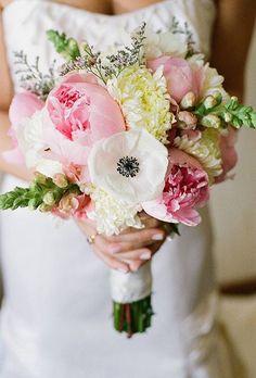 Mooie licht gekleurd bruidsboeket.