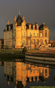 Château Grand Barrail,  Route de Libourne, Saint-Émilion, Gironde, Aquitaine, France...    www.castlesandmanorhouses.com   ...     19th-century château in a 3-hectare park with a lake, now a 4-star hotel.