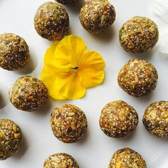 Superfoods Energy Balls made from pumpkin seeds, sunflower seeds, pistachios, chia, and maca powder. Pink Pad - the app for women - pinkp.ad