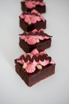 Dessert Presentation, Cake Recipes, Dessert Recipes, Sweet Bar, Fancy Desserts, Lemon Curd, Something Sweet, Let Them Eat Cake, I Love Food
