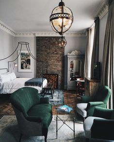 Modern Victorian Bedroom, Modern Victorian Homes, Victorian House Interiors, Victorian Home Decor, Victorian Design, Victorian Library, Loft, Style At Home, Grande Hotel