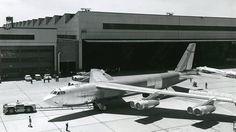For 50 år siden ble den siste B-52 bygget. Her er 61-040 ved Boeing-fabrikken i Wichita som bygde alle H-modellene. Foto: Boeing