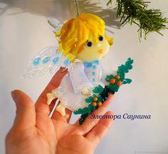 Купить Елочная игрушка из стекла Рождественский ангел с еловой ветвью в интернет магазине на Ярмарке Мастеров