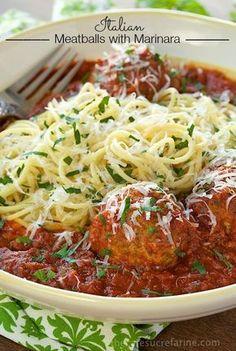 Italian Meatballs with Marinara - a delicious, classic recipe that always… Italian Pasta, Italian Dishes, Italian Recipes, Italian Foods, French Recipes, Italian Cooking, Greek Recipes, Meat Recipes, Pasta Recipes