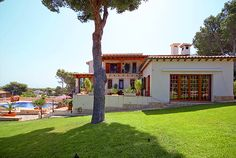 FIRST MALLORCA PROPERTIES : VILLA PERFECT FOR FAMILIES WITH A HUGE GARDEN AND TOTAL PRIVACY