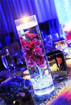 Vase cylindrique avec led lumineuse étanche. Bien vus, ces petites lampes led étanches et submersibles lumière fixe sublimeront toutes vos décorations de table. Se plongent dans vos verres, coupes, coupelles, vases, seaux à champagne. Peuvent aussi illuminer vos décorations de tables, vos coupelles remplies de perles de verre... Effet garanti !