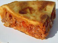 Empanada de atún / -250 gr. cebolla -2 dientes ajo -350 gr. pimiento rojo -50 gr. aceite -200 gr. tomate natural triturado o troceado -1 cta. sal -300 gr. atún en conserva escurrido -3 huevos cocidos *Masa: -450 gr. harina normal -2 ctas. pimentón dulce -1 cta. levadura en polvo tipo Royal -1 cta. sal -100 gr. aceite oliva suave (yo utilizo también la de las latas) -75 gr. vino blanco -75 gr. agua -huevo pintar