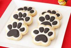 Biscoitos de patinhas. Bolo Do Paw Patrol, Skye Paw Patrol Cake, Paw Patrol Party, Paw Patrol Birthday, Panda Birthday Party, 21st Birthday, Dog Themed Parties, Dog Cupcakes, Easy To Make Desserts
