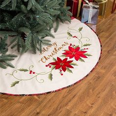 Style your Christmas tree with a festive protective layer of sophisticated fabric with the Glitzhome Pointsettia Christmas Tree Skirt. Adds the perfect finishing touch and is adorned with beautiful pointsettia detail and a holiday sentiment. Farmhouse Christmas Ornaments, Christmas Ornament Sets, Outdoor Christmas Decorations, Christmas Angels, Rustic Christmas, Christmas Crafts, Christmas Ideas, Natural Christmas, Crochet Christmas