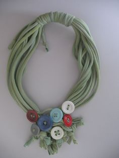 Short Tshirt rope necklace with buttons and knotting