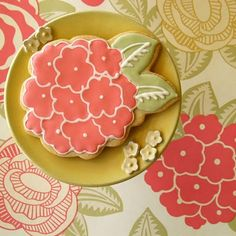hydrangea cookies-If mom were still around, she would make these and they would be the best cookies ever.