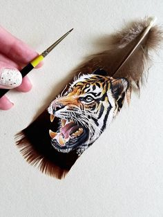 Krystle Missildine paints intricate acrylic portraits of animals, ranging from small birds to big cats and everything in between.