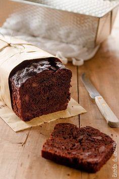 plum cake al cioccolato con yoghurt giovi Plum Recipes, Sweet Recipes, Cake Recipes, Dessert Recipes, Plum Cake, Homemade Chocolate, Chocolate Desserts, Gingerbread Cake, Prune