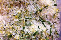 Zitronen - Rosmarin - Salz, ein tolles Rezept aus der Kategorie Grundrezepte. Bewertungen: 45. Durchschnitt: Ø 4,5.