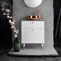 Schon vor einer ganze Weile, wurde Superfront hier im Zuge der Artikel um Ikea-Individualisierungen vorgestellt. Nun haben sich die Schweden mit Bravour dem Thema Badezimmer vorgenommen – herausgekommen sind dabei extravagante Waschtische und Badezimmer-Möbel! Am System der Superfront-Möbel hat sich nichts geändert: nach wie … Weiterlesen
