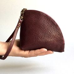 Leather Q-bag clutch in burgundy red