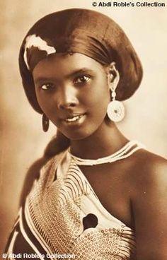 Portrait of a Somali girl, Somalia African Life, African Culture, African History, African Tribes, African Diaspora, Beautiful Dark Skinned Women, Beautiful Black Women, 3d Foto, African Royalty