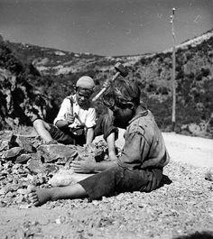 Bambini Tagliapietre - Bosa 1948 - Piciocheddus seghendu pedra..