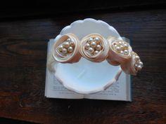 Ivory flower feather and pearl fascinator handmade by 2007musarra, $39.00 Fascinator Hairstyles, Hair Fascinators, Vintage Headbands, Handmade Flowers, Love Art, Feather, Pearl Earrings, Ivory, Pearls
